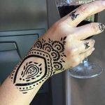 5 Feuilles Mehndi Tatouage Pochoir pour la main Set H Mehndi Tatouages au henné - pour tatouage au henné, tatouage paillettes et aérographe tatouage de la marque Beyond Paradise image 1 produit