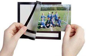 Durable 496401 Fotoframe Plus Cadre Photo Adhésif au Format Paysage avec Légende Noir 10 x 15 cm de la marque Durable image 0 produit