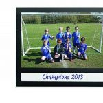 Durable 496401 Fotoframe Plus Cadre Photo Adhésif au Format Paysage avec Légende Noir 10 x 15 cm de la marque Durable image 2 produit