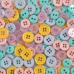 Favorite Findings Apprêt préférée Bouton boutons, en plastique, Pastel/multicolore, 10–15mm, 40g de la marque Favorite Findings image 1 produit