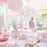 Furuix Pompons fleurs et boules en papier de soie à suspendre. Décorations idéales pour mariage,jardin, nurserie, lot de 12. Blanc/rose de la marque Furuix image 1 produit