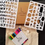 Tote-ally Fun kit de décoration de bricolage avec 2 sacs en toile, 12 marqueurs de tissu et 2 pochoirs de la marque Lifetime Inc image 3 produit